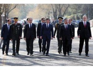 Başbakan Davutoğlu Patlama Bölgesinde