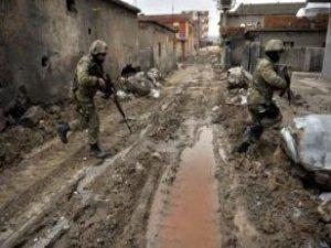 Sur'da Özel Kuvvetler Komutanlığı Timinin İçinde Bulunduğu Eski Bina Çöktü