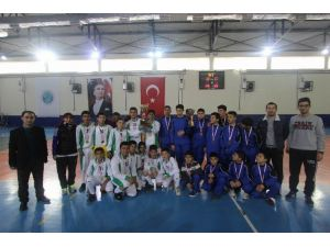 Yıldız Erkeklerde Hentbolun Şampiyonu Mehmet Temel Ortaokulu Oldu