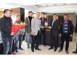 Niğde Belediyespor Taraftarından Başkan Akdoğan'a Teşekkür Ziyareti