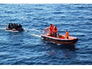 Çanakkale'de 220 Göçmen Kurtarıldı