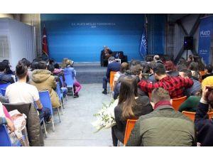 """Hıncal Uluç """"Duayen Sohbetleri""""nde Öğrencilerle Buluştu"""