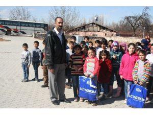 Malatya Şam Derneğinden Süriyeli Öğrencilere Kıyafet Yardımı