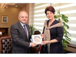 Vali Çakacak, Romanya'nın İzmir Başkonsolosu Stefan'ı Kabul Etti