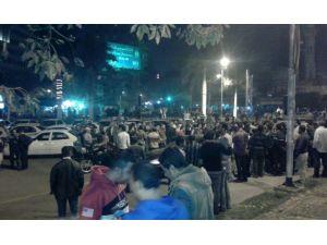Mısır'da taksiciler, öldürülen arkadaşı için sokaktaki eylemlerine devam etti