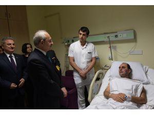 Kılıçdaroğlu, GATA'da yaralıları ziyaret etti