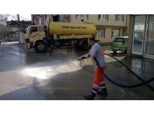 Mahalleler Tazyikli Suyla Yıkanıyor