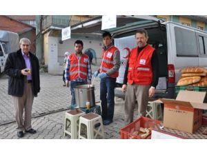 Şehit Cenazesinde Kızılay Sıcak Çorba Dağıttı
