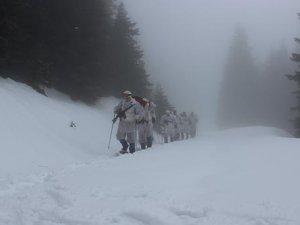 """""""Özel komando""""lar Ilgaz Dağı'nda kış eğitiminde"""
