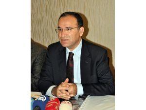 """Adalet Bakanı Bozdağ: """"CHP 1982 Anayasasından Rahatsız Değil"""""""