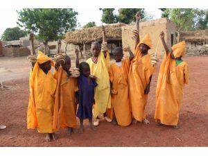 Mali'de 'bubu' ve 'koşobani', yeni sünnet olmuş çocukların vazgeçilmezi