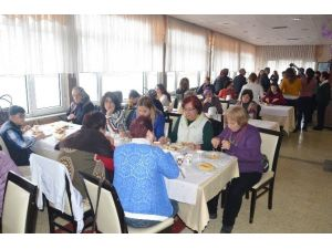 TMMOB Kadınlarından Şehit Madenci Ailelerine Kahvaltı