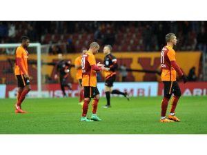 Galatasaray, Trabzonspor'u Devirerek Moral Bulmak İstiyor