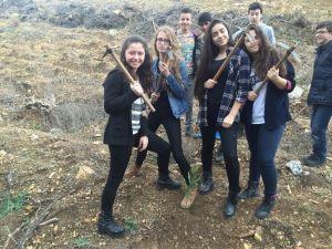 Liseli Öğrenciler Baharı Fidan Dikerek Karşıladı
