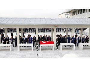 Şehit cenazesinde korumaların yer kapma yarışı