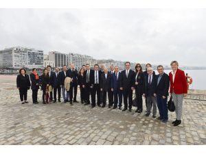 İzmirli iş adamı ve turizmciler Selanik'te denizyolu taşımacılığını görüştü