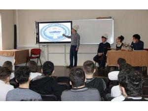 Kırgız Öğrenciler Kültürlerini Tanıttı