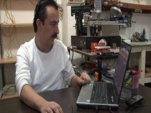 Çalınan Laptoplarını İnternette Buldu