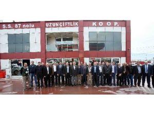 Başkan Karaosmanoğlu Kamyon Ve Tırcıları Ziyaret Etti