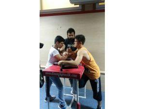 Bilek Güreşi Sporcuları Şampiyonaya Hazırlanıyor