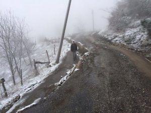 Akyazı'da Yol Bir Metre Derinlikte Çöktü