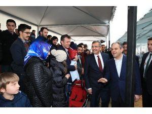 """Türkiye'de Bir İlk: """"Mobil Buz Pisti"""""""