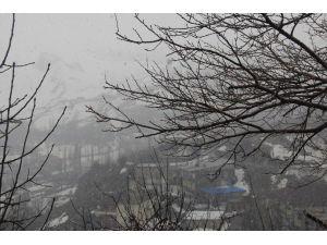 Hakari'de Karla Karışık Yağmur Yağışı