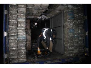 Pvc Yüklü Tır'da Gümrük Kaçağı 161 Bin Paket Sigara Ele Geçirildi