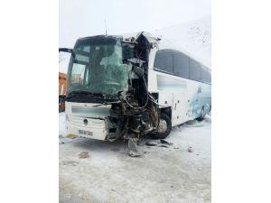 Erzincan'da otobüs kazası: 23 yaralı