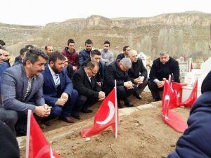 Diriliş Başkanları Şehidin Köyünde Terörü Lanetledi