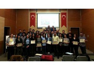 Akib'in Dış Ticaret Eğitimine Katılan Kursiyerler Sertifikalarını Aldı