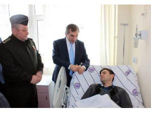 Yozgat Valisi Yazıcı, Yaralı Askerleri Hastanede Ziyaret Etti