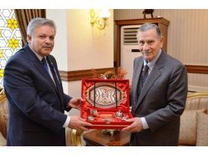 Eski Başbakan Yıldırım Akbulut, Vali Kahraman'ı Ziyaret Etti
