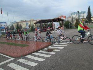 Hediye Bisikletlerden Önce Öğrencilere Sürüş Eğitimi