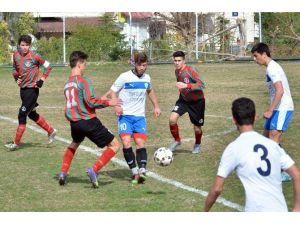 Foça Belediyespor'un U19'ları Rakibini 10-0 Yendi