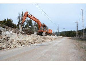 Büyükşehir Belediyesi'nin Erdemli'deki Çalışmaları Sürüyor