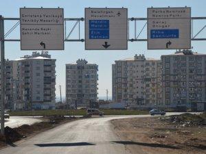 Diyarbakır'daki Trafik Levhaları Artık İki Dilli