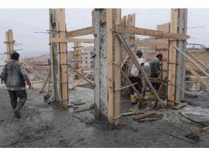 Haliliye'de Kaçak Kat Yıkıldı