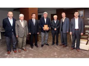 Başkan Karaosmanoğlu, ''En Güzel Hediye Kitaptır''