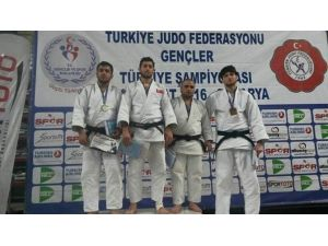 Gençler Judo Şampiyonası'nda Osmangazi Fırtınası