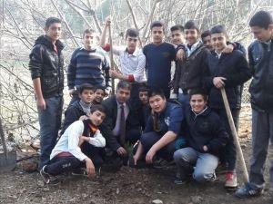 Boyalı Atatürk Ortaokulu Bahçesine Fidan Dikildi