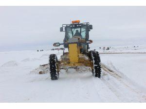 Köy Yollarında Karla Mücadele Sürüyor