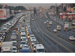 İstanbul'da tanker kazası E-5 trafiğini felç etti
