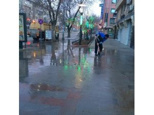 Erzincan Belediyesi Cadde Ve Kaldırımları Yıkadı