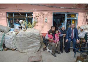 Pamukkale'de Yaşlıların Evi Belediye Ekipleri Tarafından Temizlendi