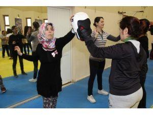 Buca Belediyesinden Kadınlara Kick Boks Kursu