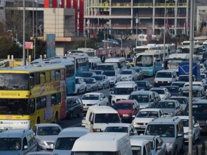 İstanbul'da trafiği kilitleyen kaza!