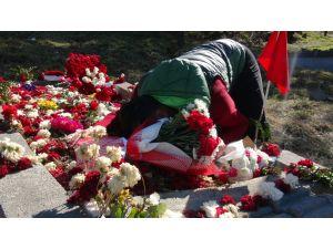 Gazi uzman çavuş, şehit uzman çavuşun mezarını ziyaret etti