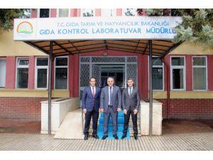 Vali Zorluoğlu Gıda Kontrol Laboratuvar Müdürlüğünü ziyaret etti