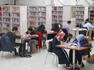 Esenyurtlu Öğrenciler, Kütüphanelere Akın Ediyor